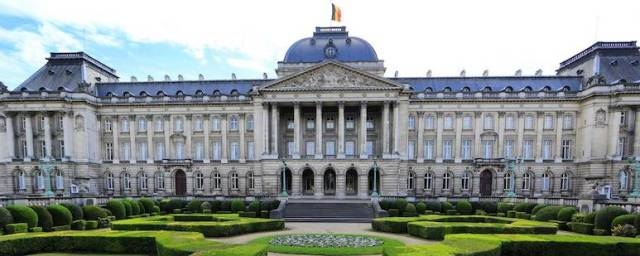 destinations-belgium_brussels_royal_palace_1.jpg